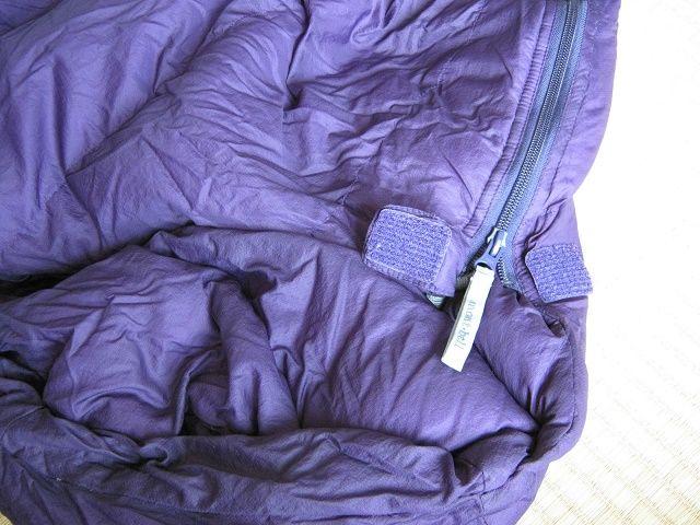 寝袋のサイドジッパーの写真