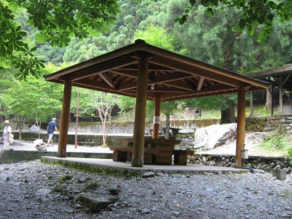 キャンプ場の東屋