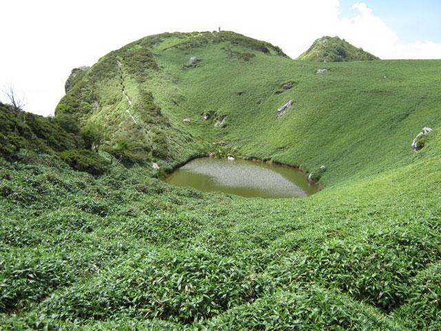 三嶺ヒュッテ近くの池