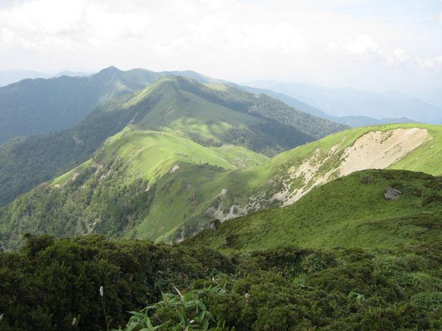 三嶺ピークからの山の眺め